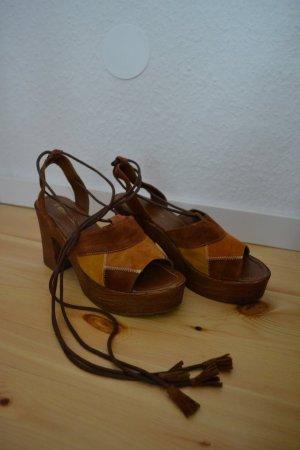 Clogs Cognacfarben mit Schnürung um den Knöchel 70er