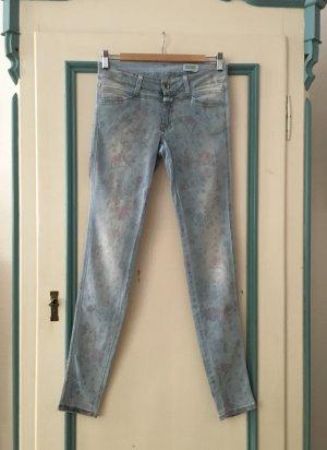 Closed | Ausgefallene Jeans * Skinny Mid Waist * Hellblau mit Blumenprint * 26