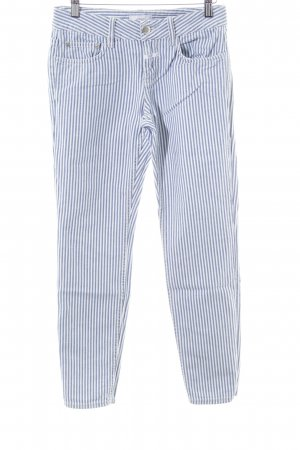 Closed Five-Pocket-Hose blau-weiß Streifenmuster Casual-Look