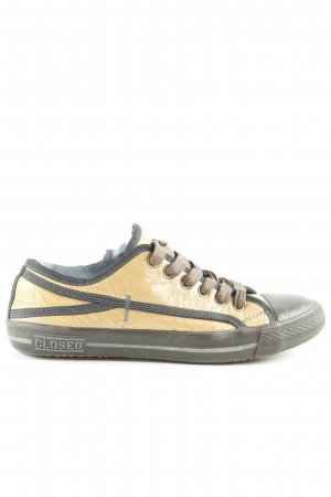 Closed Schnürsneaker braun-goldfarben Boyfriend-Look