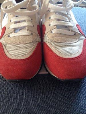 closed Schuhe Runner