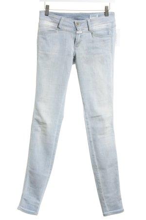 Closed Skinny Jeans hellblau florales Muster Street-Fashion-Look
