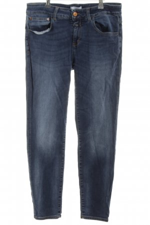 Closed Slim Jeans neon blue casual look