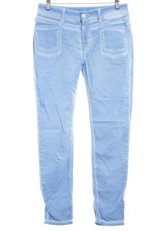Closed Slim Jeans kornblumenblau Batikmuster 90ies-Stil