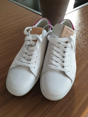 Closed Lace-Up Sneaker white-pink