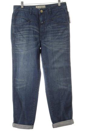 Closed Straight-Leg Jeans dunkelblau Street-Fashion-Look