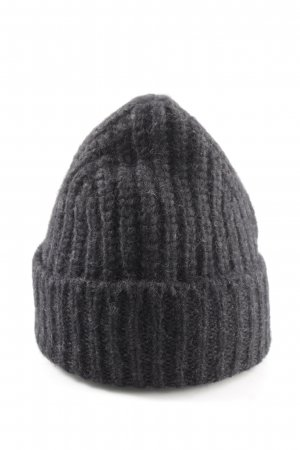 Closed Knitted Hat black cable stitch street-fashion look