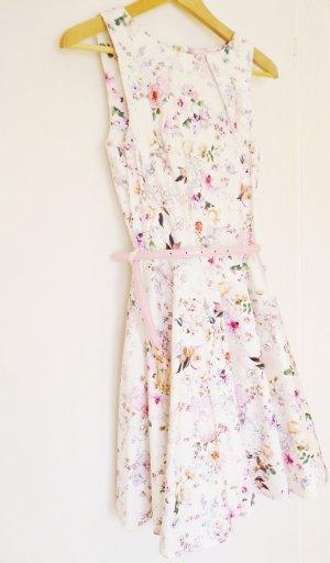 closet Kleid neu weiß geblümt