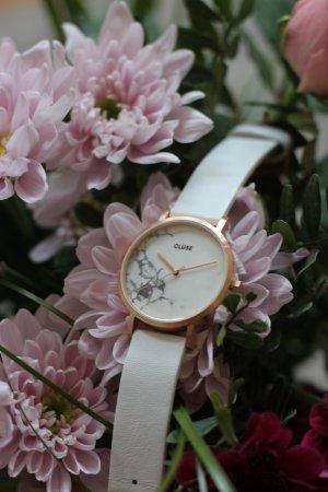Cluse Uhr im angesagten marble Design