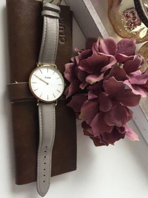 Cluse Uhr mit goldenen Gehäuse mit grauen Lederarmband