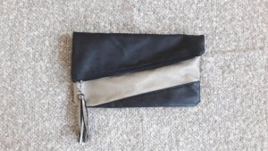 Clutch Handtasche Bommel Blogger Basic