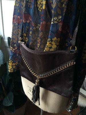 Clutch, Handtasche, feines Leder und goldene Details, Quaste, neuwertig