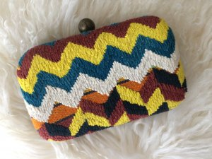 Clutch im Missoni Strick Look