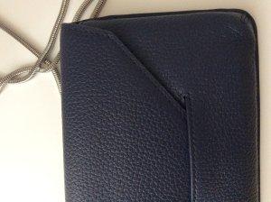 Filippa K Minibolso azul oscuro-color plata Cuero