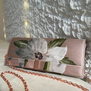 Clutch mit floralem Muster