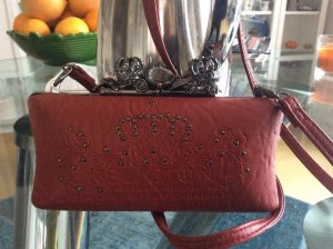 Clutch von True Religion in dunklerem Rot ca. 19 x 10 cm