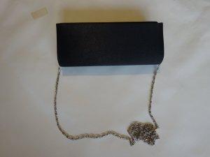 Clutsches in schwarz mit Ketten