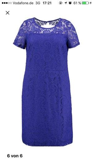 Cocktail Kleid aus Spitze mit Rückenausschnitt