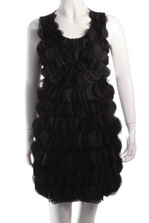 Vestido de cóctel negro estilo clásico