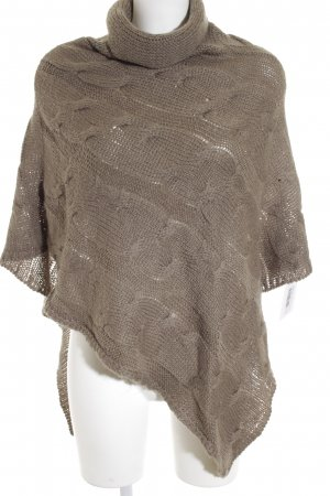 Codello Poncho khaki Lochstrickmuster Street-Fashion-Look