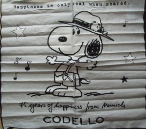 CODELLO Snoopy in Lederhos Happniess  Peanuts Oktoberfest