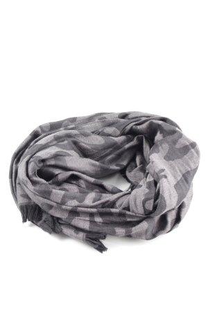Codello Chal veraniego gris claro estampado de camuflaje look casual