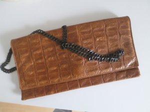Cognac färbende Leder clutch, die auch Cross body getragen werden kann