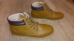 Cognac-farbene Winter-Boots