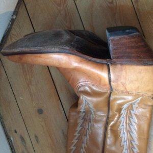 cognacfarbene, bestickte Westernstiefel Cowboyboots