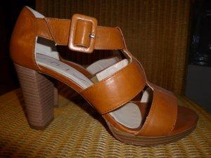 Cognacfarbene Sandalette von Unisa