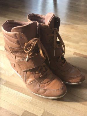 Cognacfarbene Sneakers mit Keilabsatz, Gr. 38