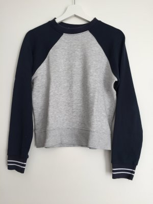 College Look Sweater