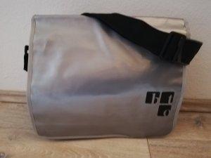 Collegetasche aus LKW-Plane in schwarz-silber - neu ohne Etikett -