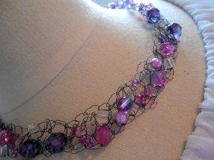 Collier Handarbeit Unikat Lilatöne Strasssteine & Perlen