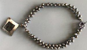 Collier schwarze Tahitiperlen mit Perlmuttanhänger
