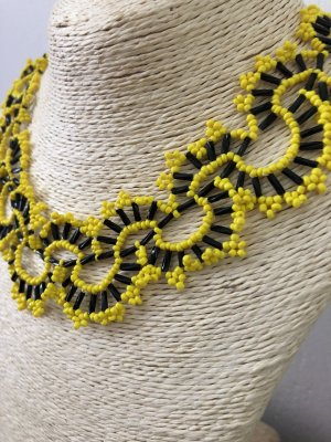 Collar estilo collier negro-amarillo
