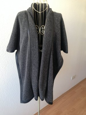 Comma Oversize Cape in grau