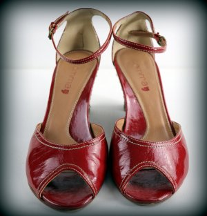 Comma Strapped High-Heeled Sandals dark red leather