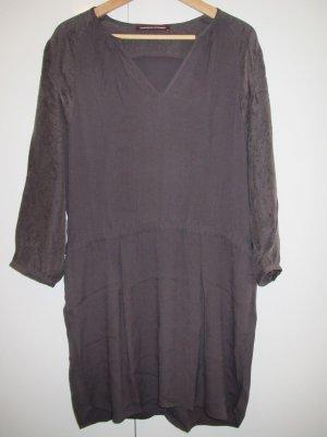 Comptoir des Cotonniers - dunkelgrau/braunviolettes Kleid aus Crepe