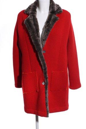 Connemara Wollmantel rot-hellgrau Street-Fashion-Look