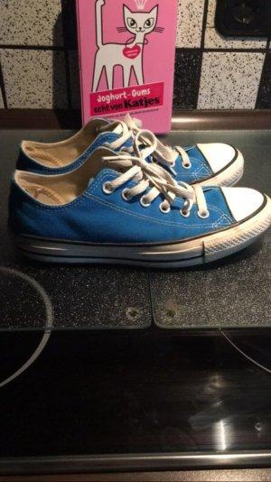 Converse Chucks in der Farbe blau