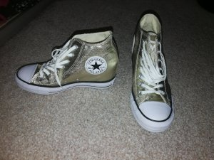 Converse Chucks in Gold