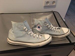 Converse Chucks in hellblau
