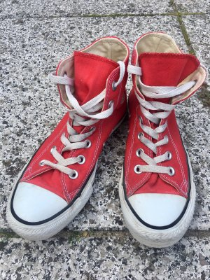 Converse Chucks RED edition