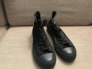 Converse Chucks schwarz mit Nieten 41 Größe 8 ungetragen