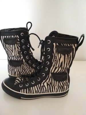 a421f8a57ea7cf Converse Women s Booties at reasonable prices