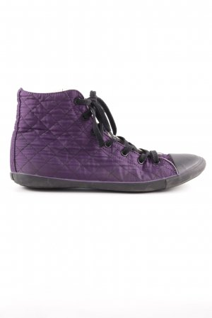 Converse High Top Sneaker dunkelviolett-schwarz Logo-Applikation