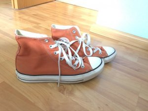 Converse in orange