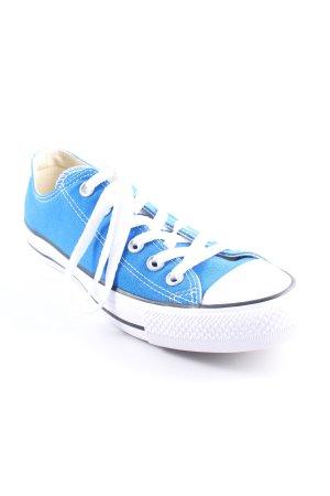 Converse Schnürsneaker blau-weiß Street-Fashion-Look