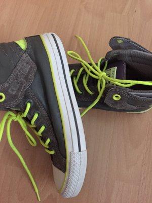 Converse Schuhe in grau mit neongrünen Schnürsenkeln, Größe 37,5